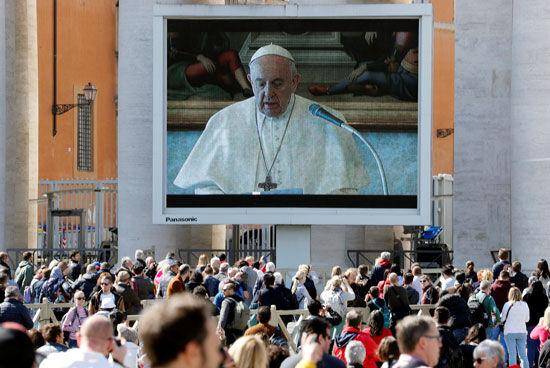 پاپ به دلیل شیوع کرونا مراسم عبادی هفتگی را از طریق ویدئو برگزارکرد