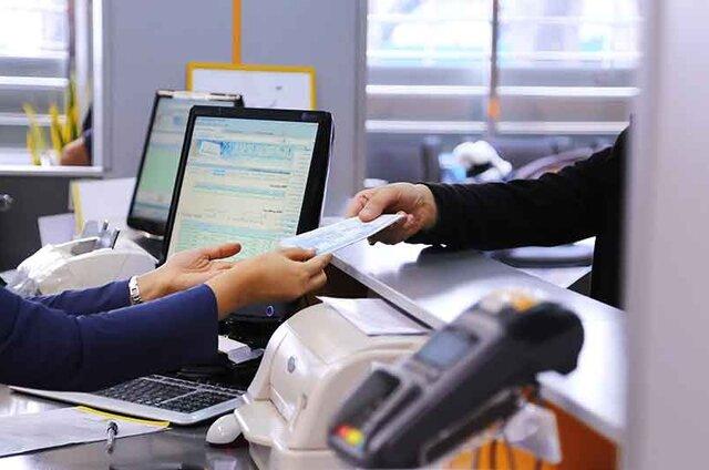 همتی:افراد مشمول تعویق پرداخت سه ماهه اقساط به بانکها مراجعه نکنند